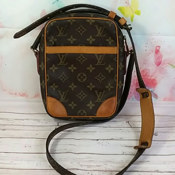 45c51d4b63df Louis Vuitton Handbags - Auth Louis Vuitton Monogram Danube Cross Body Bag.